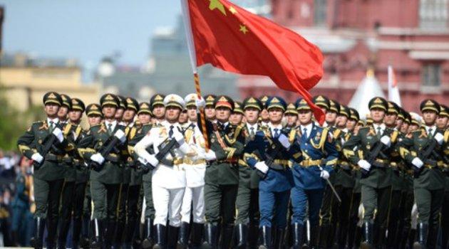 Çin Askerleri Kızıl Meydan'da Boy Gösterdi