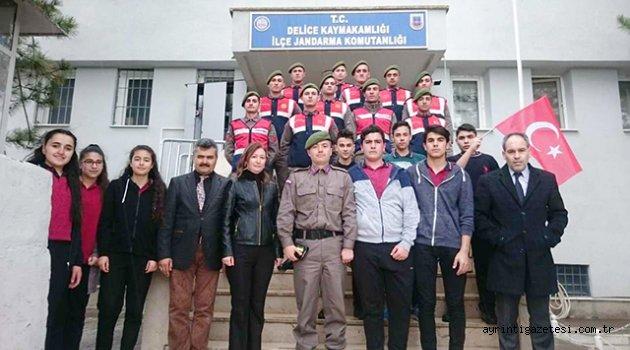 Öğrencilerden Afrin yürüyüşü