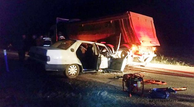 Otomobil ve kamyon çarpıştı