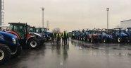 Çiftçiler New Holland fabrikasını gezdi