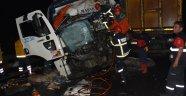 İki kamyon çarpıştı 2 ölü