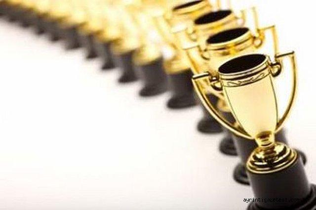 Yılın Spor Adamları ödüllerini alıyor